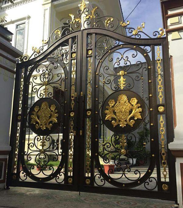 Trọn bộ 50 mẫu cửa cổng sắt mỹ thuật đẹp hút hồn người xem-184