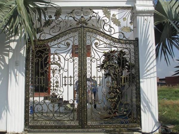 Trọn bộ 50 mẫu cửa cổng sắt mỹ thuật đẹp hút hồn người xem-231