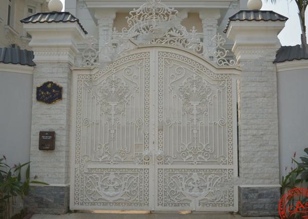 Trọn bộ 50 mẫu cửa cổng sắt mỹ thuật đẹp hút hồn người xem-228