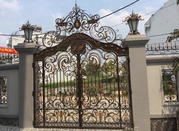 Trọn bộ 50 mẫu cửa cổng sắt mỹ thuật đẹp hút hồn người xem-225