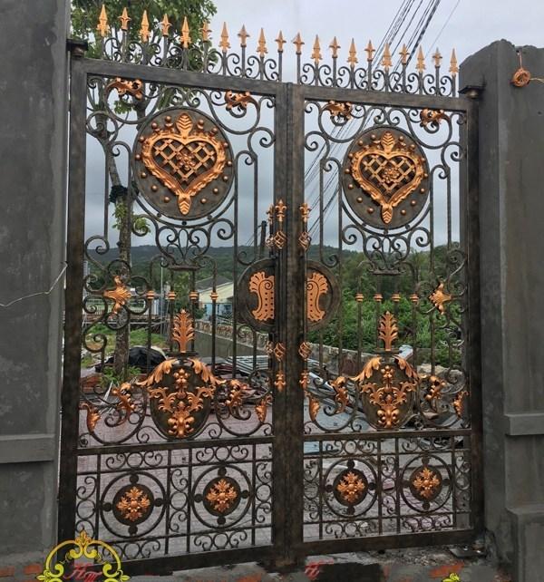 Trọn bộ 50 mẫu cửa cổng sắt mỹ thuật đẹp hút hồn người xem-217