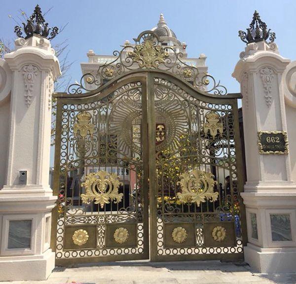 Trọn bộ 50 mẫu cửa cổng sắt mỹ thuật đẹp hút hồn người xem-188