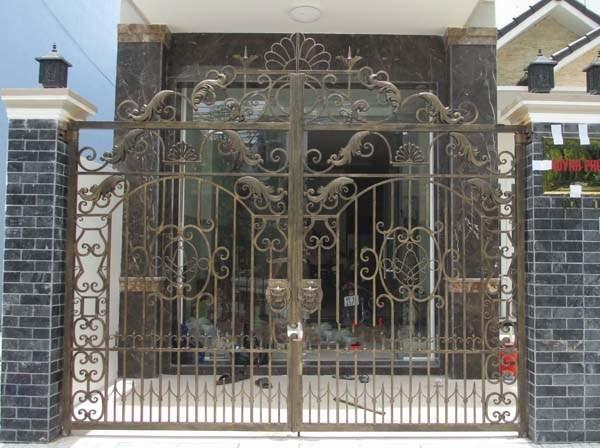 Trọn bộ 50 mẫu cửa cổng sắt mỹ thuật đẹp hút hồn người xem-209