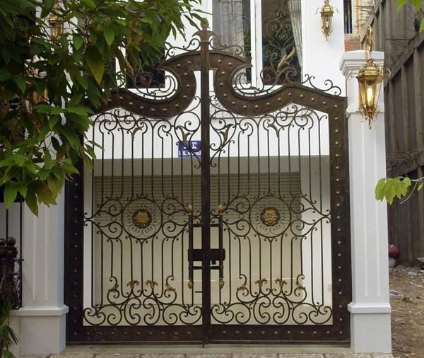 Trọn bộ 50 mẫu cửa cổng sắt mỹ thuật đẹp hút hồn người xem-232
