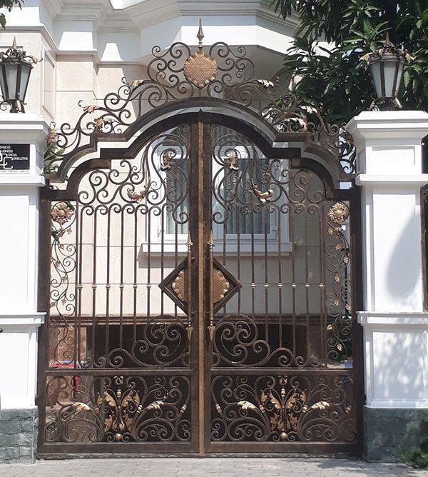 Trọn bộ 50 mẫu cửa cổng sắt mỹ thuật đẹp hút hồn người xem-191