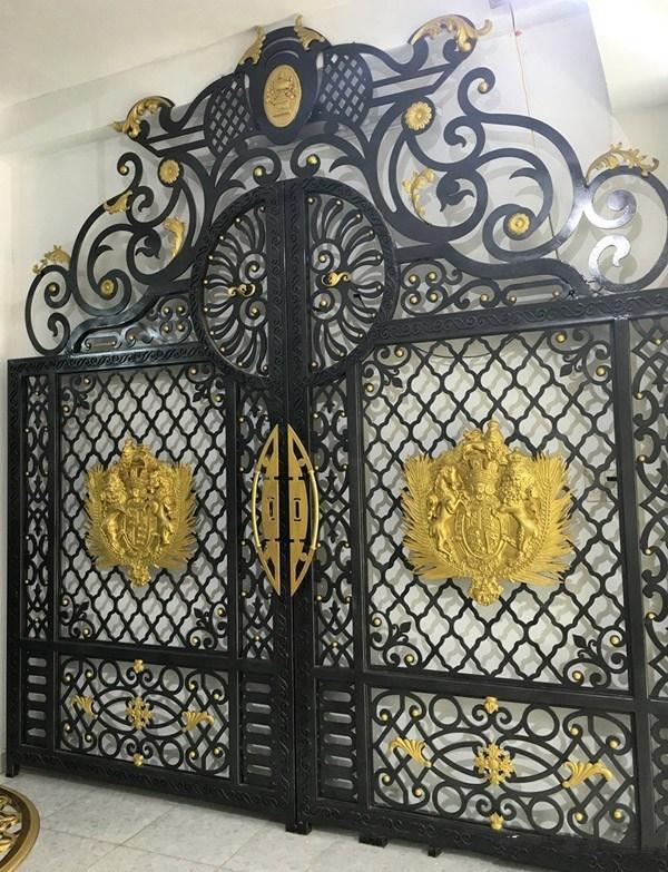 Trọn bộ 50 mẫu cửa cổng sắt mỹ thuật đẹp hút hồn người xem-230