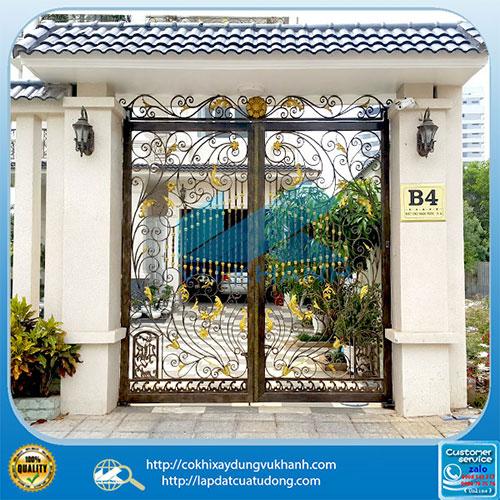 Cửa cổng 2 cánh mỹ thuật gắn motor âm sàn Malaysia 91817